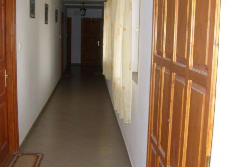 Folyosóról nyílnak a szobák